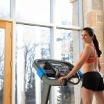 HZ19_LIFESTYLE_7_0AT-female_treadmill_looking-back_back-angle_lores-scaled