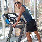 HZ19_LIFESTYLE_7_0AT-male_treadmill_hands-both-on-side-rail_lores-scaled